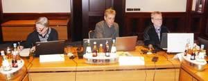 Teilnehmer bei der Arbeit am PC