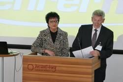 Brigitte Balbach und Ulli Brambach begrüßen die zahlreichen Ehrengäste