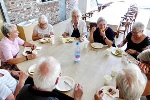 Unsere Gruppe bei der Kaffeetafel