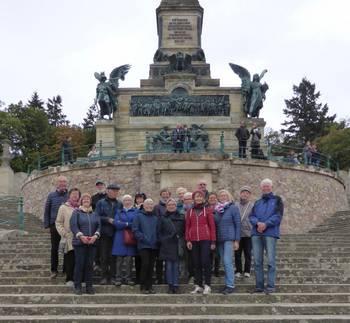 Unsere Reisegruppe vor dem Niederwalddenkmal